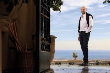 Un air de Nicolas II pour ce grand seigneur destitué. Sergueï Pougatchev sur la terrasse de son château de Gairaut qui domine la baie de Nice.